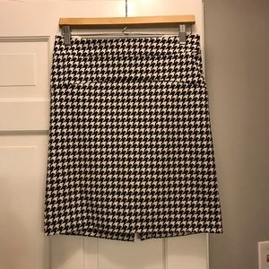 Michael Korda houndstooth pencil skirt